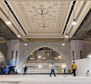 installations-of-new ceiling in the-Haram-complex around-Mataf